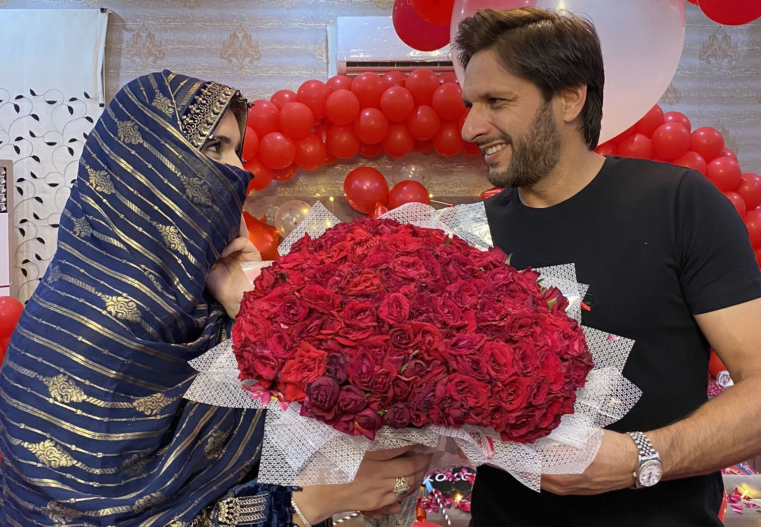 Shahid Afridi Celebrates 20 Years Of Wedding Anniversary